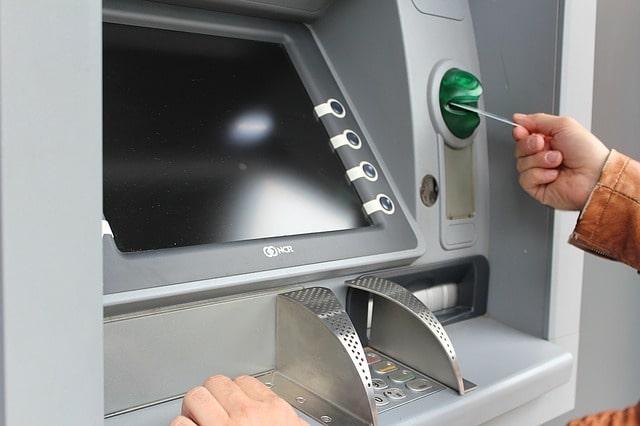 Bild på en typisk bankomat i Hallstavik.